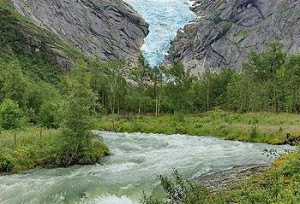 Norwegian glacier melting (Photo by Edward Nyburg)