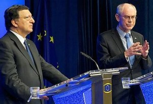 European Commission President Jose Manuel Barroso, left, and European Council President Herman Van Rompuy meet reporters, February 8, 2013 (Photo courtesy EC)