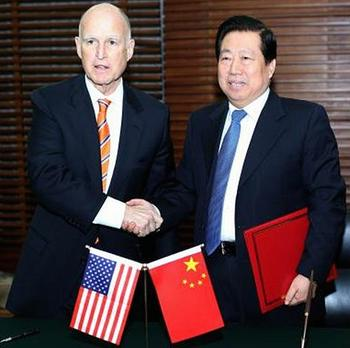 Governor Edmund G. Brown Jr. shakes hands with China's Minister of Environmental Protection Zhou Shengxian following the signing ceremony.(Photo courtesy Office of the Governor)