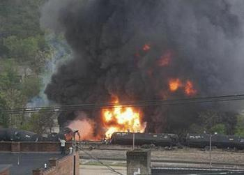 CSX train on fire in Lynchburg, Virginia, April 30, 2014 (Photo courtesy City of Lynchburg)