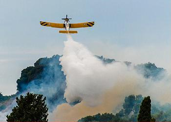firefighting plane
