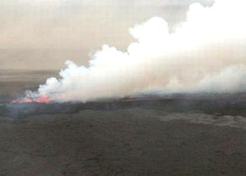 A cloud of gas and steam rises from the fissure, August 31, 2014 (Photo courtesy University of Iceland Institute of Earth Sciences)