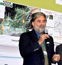 Dr. Alfonso Aguirre-Muñoz at an event honoring winners of the National Photo Contest on combatting climate change in Mexico, June 2016 (Photo by PNUD México)
